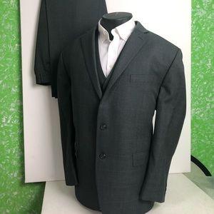 Mens Chaps three piece suit size 48R 40W 30L